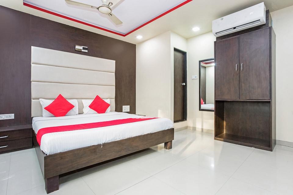 OYO 8759 Hotel Adore Palace