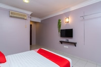 OYO 44027 Golden Horse Hotel