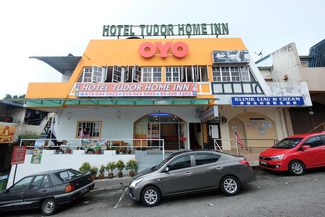 OYO 44029 Tudor Home Inn