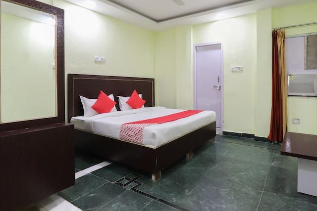 OYO 46498 Khusboo Palace