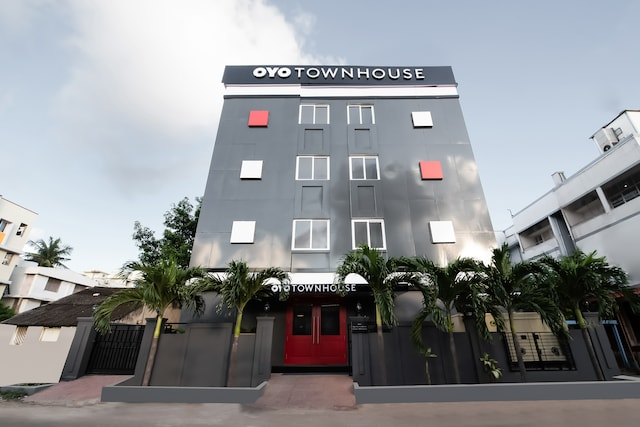 OYO Townhouse 233 Sector 1 MVP Colony