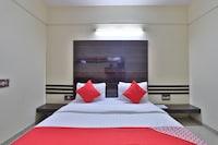 OYO 46718 Hotel Dev Palace