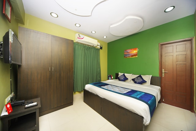 OYO 4662 Apartment Navalur Suite