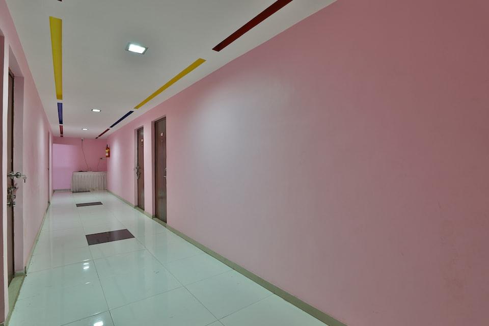OYO 46776 Radhesh Banquet Hall And Rooms, SG Highway Ahmedabad, Ahmedabad