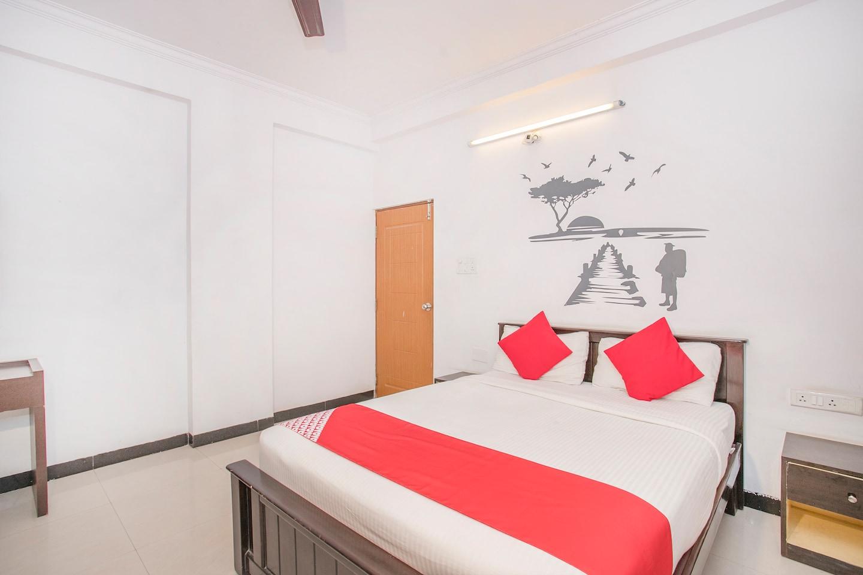 OYO 762 Hotel GMR 18 Grand -1