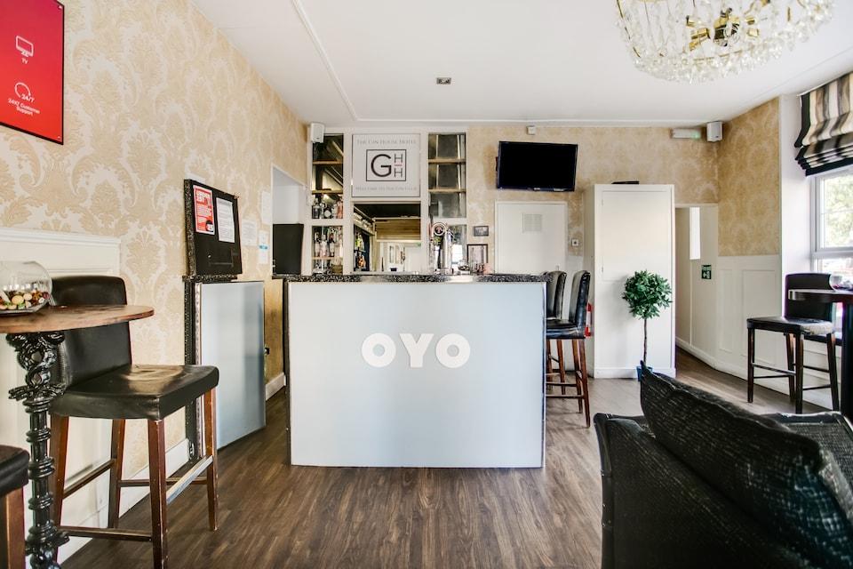 OYO Gin House Hotel