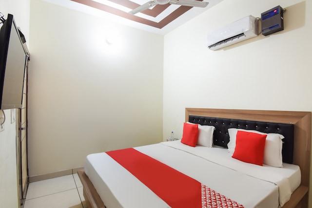 OYO 46921 Hotel Amigo