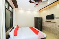 OYO 47028 Arshika Hotel