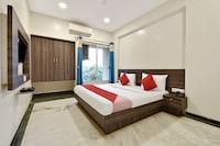 OYO Flagship 47030 Suresh Plaza Trimurti Chowk