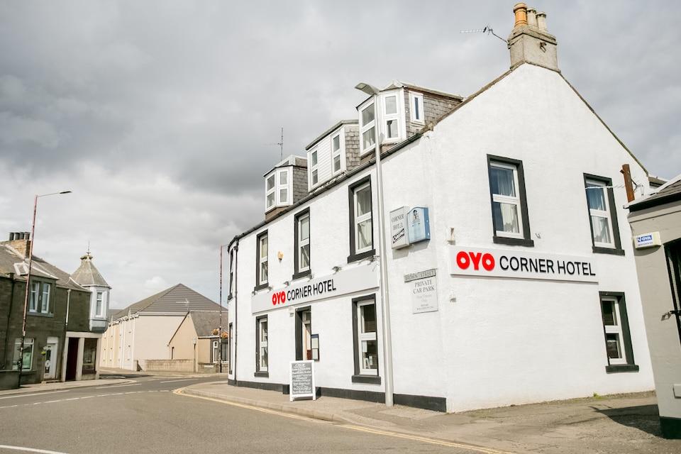 OYO Corner Hotel