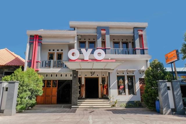OYO 1306 Kraton Mas Family Residence