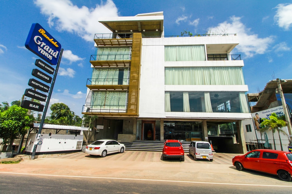 OYO 299 Randula Grand Venus Hotel