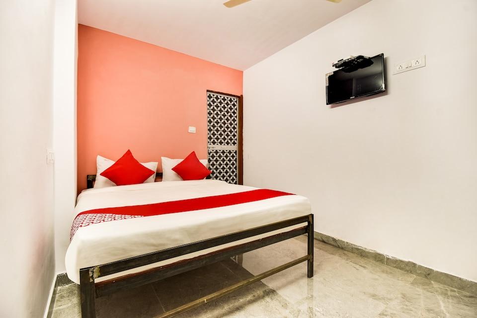 OYO 47260 Shyam Dham Service Apartment