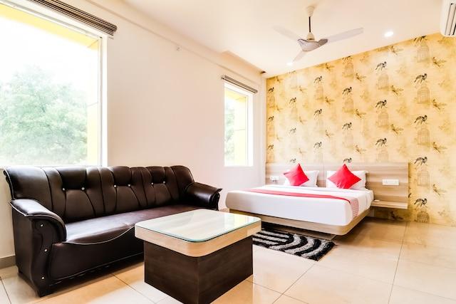 OYO 47305 Hotel Rishabh& Banquet