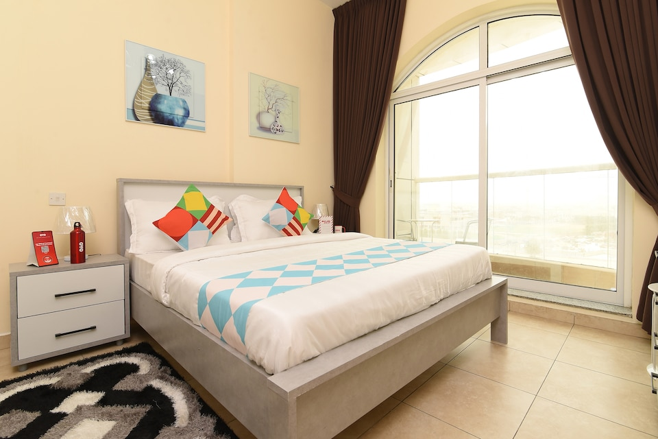OYO Home 2351BHK Capitol Tower , DIC