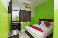 OYO 44072 Mines Cempaka Hotel