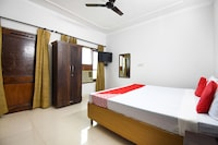 OYO 47365 Grand Guest House Deluxe
