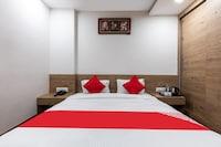 OYO 47403 Hotel Manjeet Suite