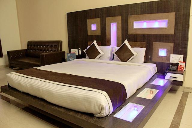 OYO 4710 Hotel Priya Palace