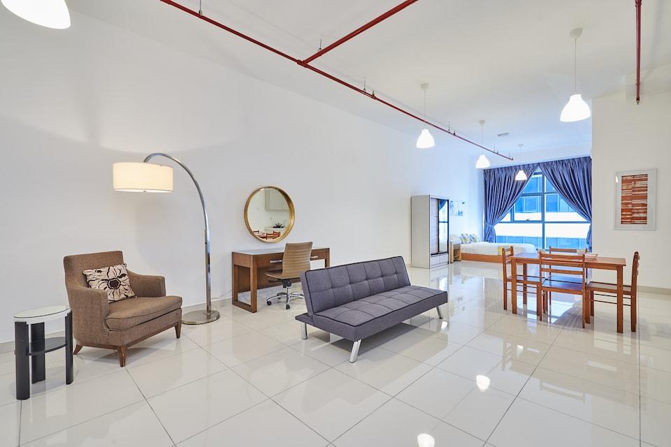 OYO Home 44081 Irresistible Studio 3 Towers