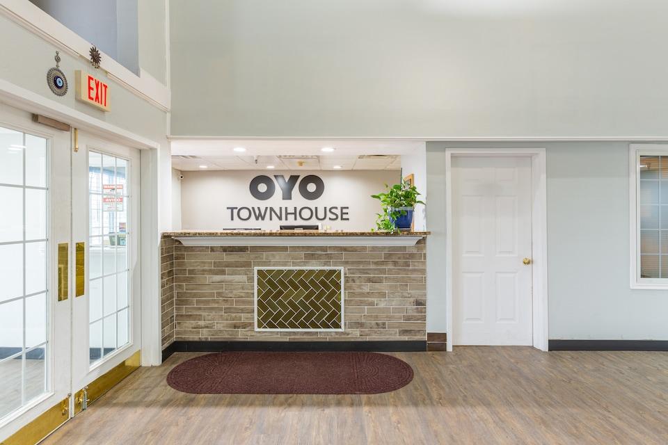 OYO Townhouse Tulsa Airport & Fairgrounds