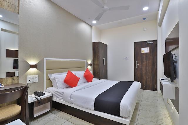 Capital O 47708 Hotel Royal Treat Deluxe