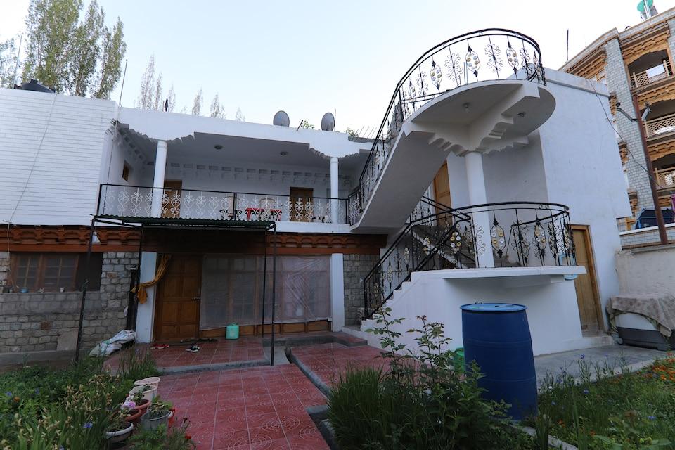 SPOT ON 47741 Tsuru Guest House