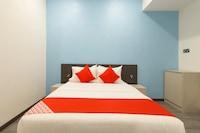 OYO 44099 Tt Dorf Hotel