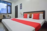 OYO 32424 Hotel Lavanya