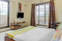 OYO Home 47863 Luxurious Stay Bandra Terminus