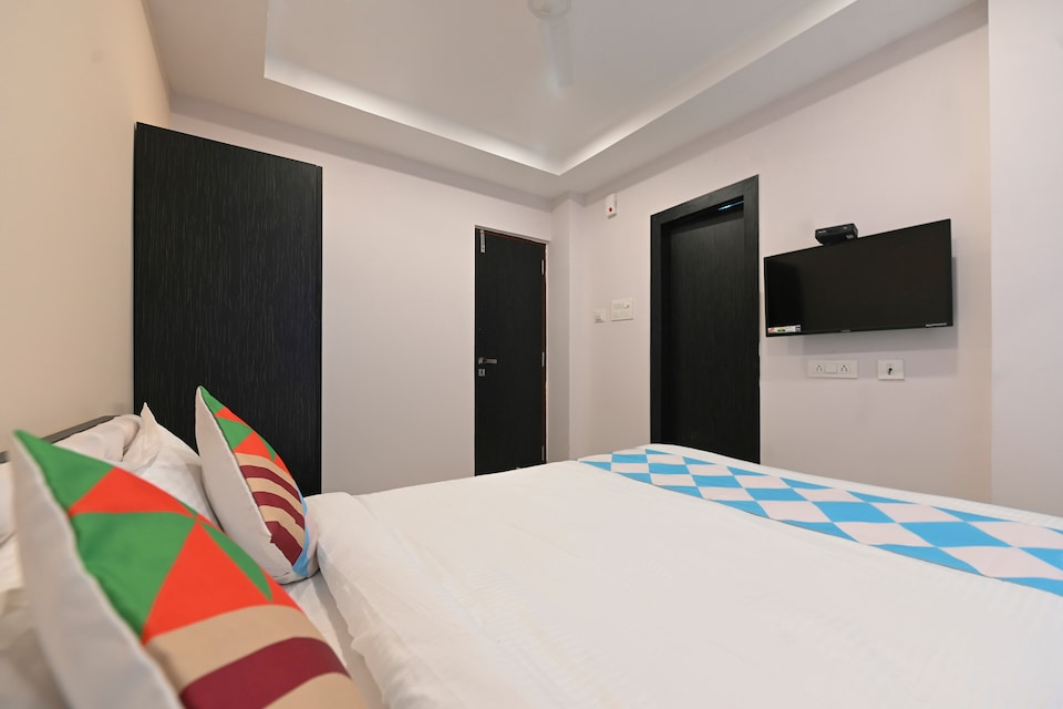 OYO Home 48030 Comfortable Stay Newtown