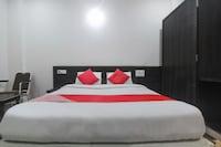 OYO 48066 Hotel Mourya Deluxe