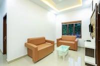 Capital O 48168 Royal Plaza Suite