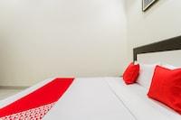 OYO 48299 Hotel Decent
