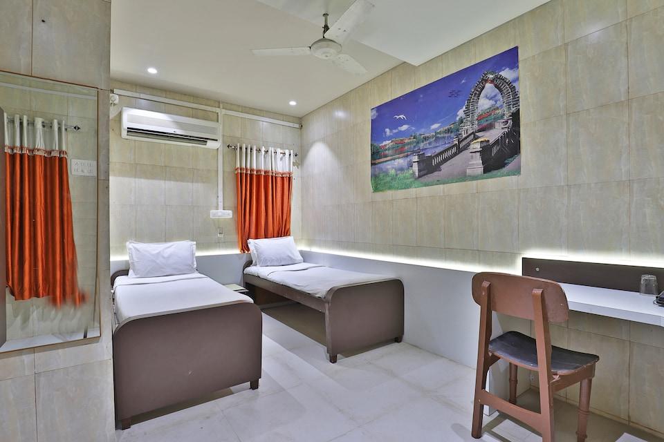 SPOT ON 48390 Hotel Satkar