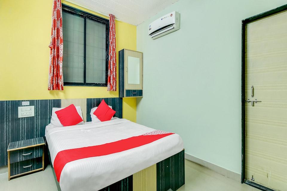 OYO 48395 Hotel Yashodhan Lodging