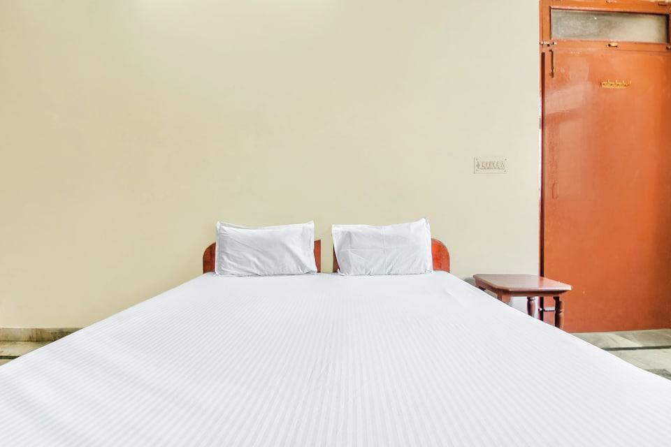 SPOT ON 48399 Hotel Sitaram Palace, Fatehabad Road, Agra