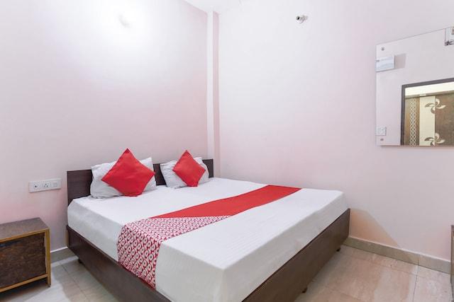 OYO 48428 Kumar Guest House Saver