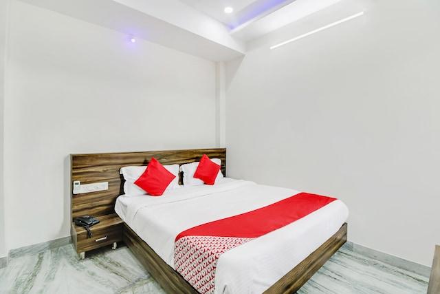 OYO 48493 Hotel Leela Inn
