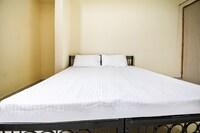 SPOT ON 48538 J S Hostel