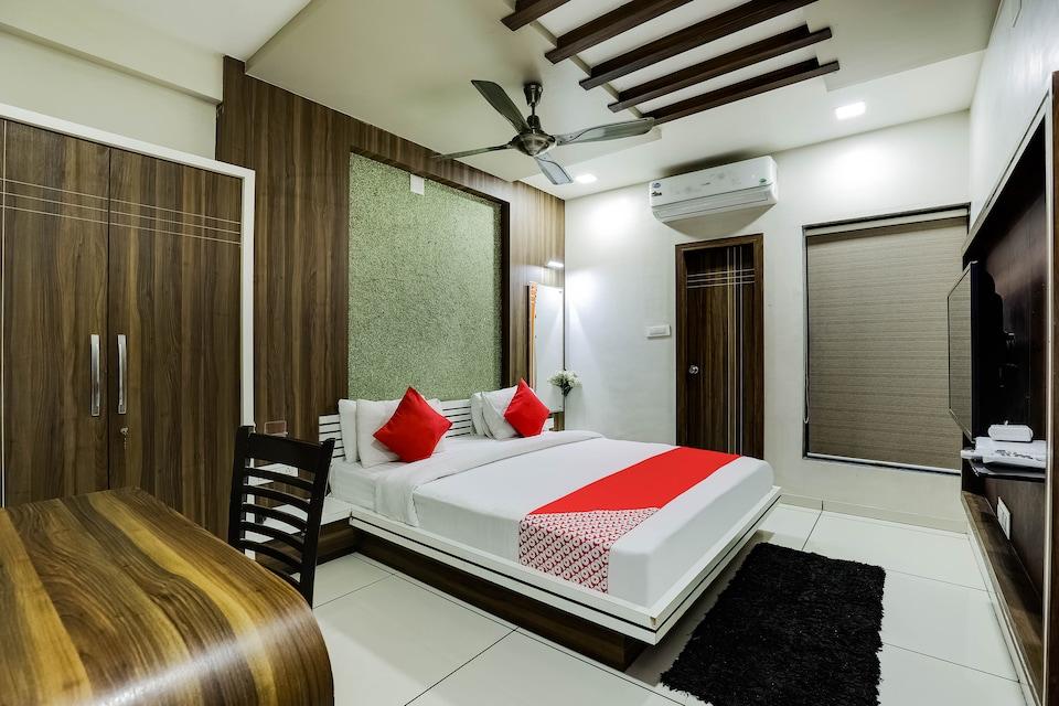 OYO 48573 Hotel Jay Bhavani