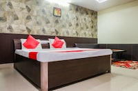 OYO 48623 Anand Residency Deluxe