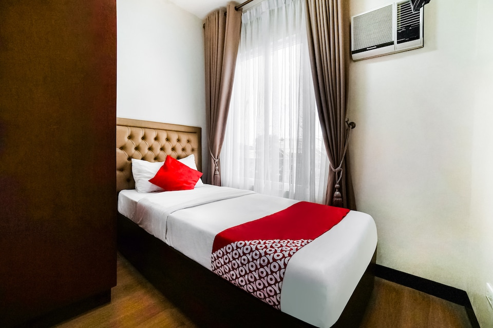 OYO 256 Sakura Suites