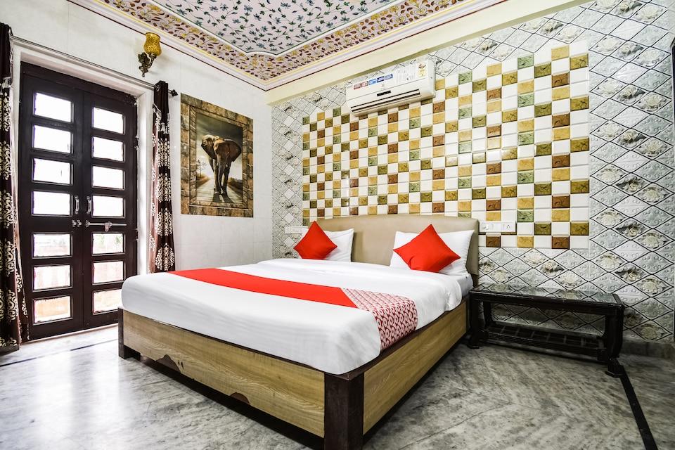 OYO 48665 Kesar Palace , Hawa Mahal, Jaipur