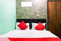 OYO 48695 Hotel Mayura Inn