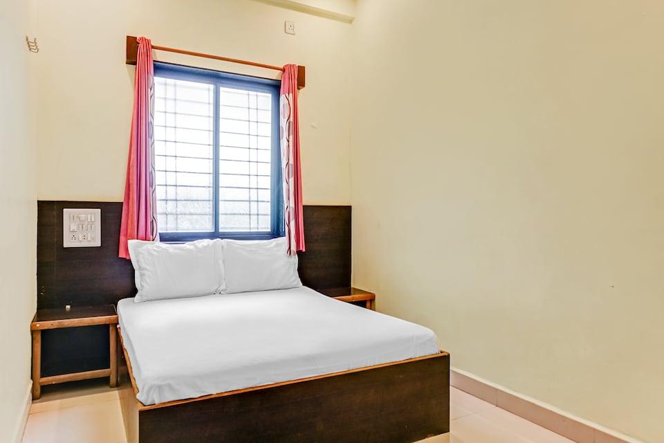 SPOT ON 48701 Hotel Sai Madhavi Palace