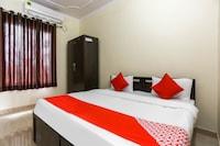 OYO 48731 Pradeep Hostel