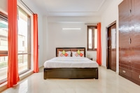 OYO 48831 Spacious Stay Near Saket Metro