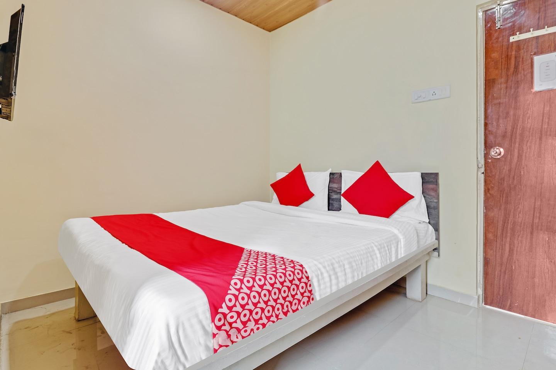 OYO 48843 Kavya Lodge  -1