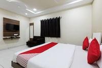 OYO 48892 Hotel Shubh